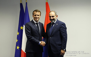 Nikol Pashinyan, Emmanuel Macron discuss Armenian-French relations development agenda