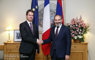 RA Prime Minister congratulates top leadership of France on National Holiday and visits French Embassy in Armenia