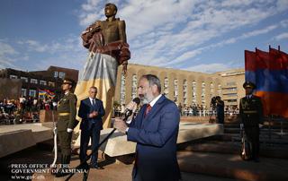 Nikol Pashinyan attends unveiling of statue of Aram Manukyan