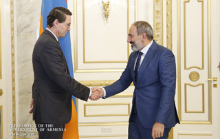 Nikol Pashinyan receives delegation led by International Finance Corporation (IFC) Regional Manager Jan van Bilsen