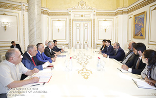 PM discusses economic issues with members of the Armenian Employers Union