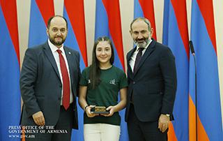 Le Premier ministre Nikol Pashinyan a participé à la cérémonie de remise des récompenses aux meilleurs écoliers