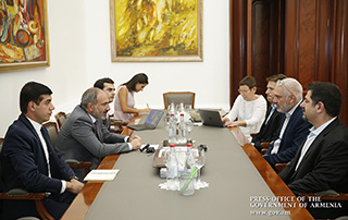 PM hosts TUMO Board members to discuss prospects for development of information technologies in Armenia