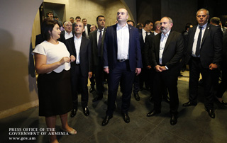 Nikol Pashinyan and Mamuka Bakhtadze tour Yerevan Brandy Factory