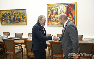 Nikol Pashinyan receives philanthropist Albert Poghosyan