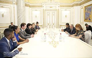 Никол Пашинян принял делегацию во главе с Заре Синаняном