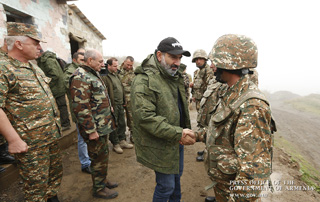 La situation est entièrement contrôlée par les forces armées de la République d'Arménie et l'armée de défense: Nikol Pashinyan a visité les positions de défense d'Artsakh