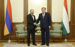 Никол Пашинян в Душанбе провел встречу с Эмомали Рахмоном