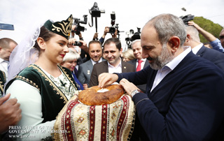 Премьер-министр принял участие в посвященных 10-летию возрождения Агарака мероприятиях и выступил с речью на открытии швейной фабрики