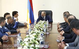 Премьер-министр Никол Пашинян представил новоназначенного министра транспорта, связи и информационных технологий