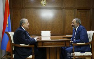 Премьер-министр Никол Пашинян и президент Армен Саркисян обсудили касающиеся внутриполитической ситуации вопросы