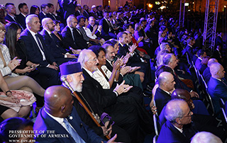 PM attends gala concert in frame of 17th Summit of La Francophonie