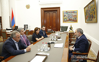 Nikol Pashinyan receives Yelk faction members