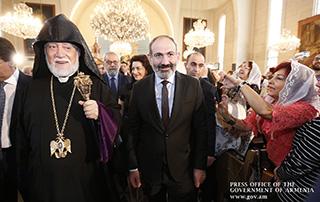 Никол Пашинян присутствовал на посвященной 50-летию со дня рукоположения Католикоса Великого Дома Киликийского Арама Первого божественной литургии
