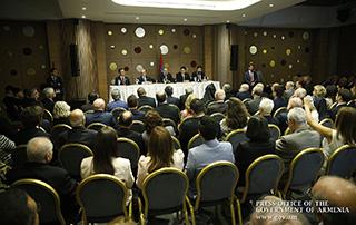 """""""Nous devons être en mesure de réunir notre potentiel national, de formuler notre programme national et de tout mettre en œuvre pour le réaliser"""".  Nikol Pashinyan a rencontré des représentants de la communauté arménienne au Liban"""