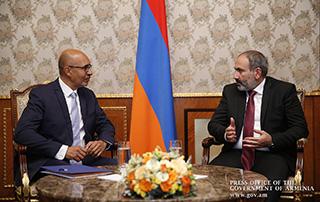 Никол Пашинян принял представителя ОБСЕ по вопросам свободы СМИ Арлема Дезира