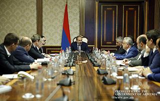Под председательством исполняющего обязанности премьер-министра обсуждены текущая экономическая ситуация и тенденции развития