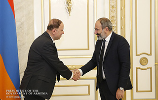 Acting PM receives U.S.-Armenian philanthropist Mike Sarian, President of Operations at Prime Healthcare Services, Inc.
