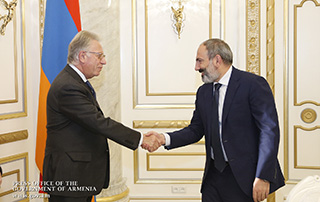 Nikol Pashinyan receives Venice Commission President Gianni Buquicchio