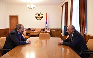 Никол Пашинян и Бако Саакян обсудили вопросы последовательного повышения боеготовности Армии обороны