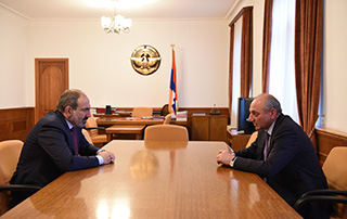 Nikol Pashinyan, Bako Sahakyan discuss ways of consistently raising Defense Army's fighting capacity