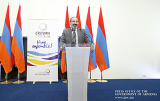 Nikol Pashinyan hails contribution made by volunteers during 17th Francophone Summit