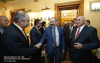 Nikol Pashinyan meets with major business representatives to discuss ways of improving Armenia's investment climate