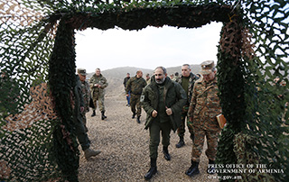 Nikol Pashinyan inspects tactical exercise at military stronghold