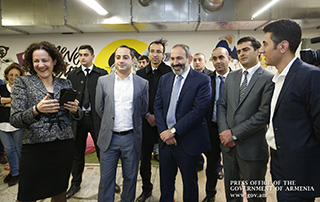 Nikol Pashinyan calls at PicsArt Armenia office