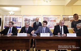 """Никол Пашинян присутствовал на церемонии погашения почтовой марки на тему """"Землетрясение Спитака"""""""
