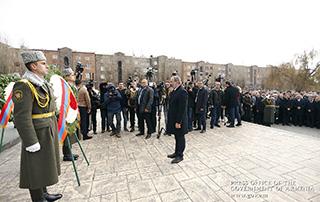 Происходящие в Армении процессы служат и должны служить восстановлению надежды и оптимизма людей: Никол Пашинян воздал дань уважения памяти жертв землетрясения 1988 года