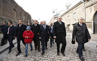 Par notre travail, nous devons résoudre tous les problèmes auxquels notre pays est confronté; Nikol Pashinyan a visité les régions de Chirak et Lori