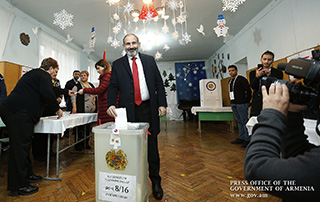 """We will strengthen Armenian democracy in institutional terms"" - Nikol Pashinyan votes at polling station N 8/16"