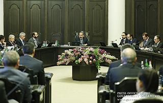 Nikol Pashinyan a guidé les tâches du gouvernement; l'encouragement des investissements, le développement de l'armée, la réduction de la pauvreté