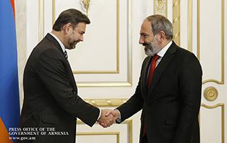 """Nikol Pashinyan a reçu  l'Ambassadeur de la République tchèque en Arménie et le Directeur exécutif de l'ONG """"People in Need"""""""