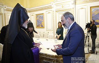 Acting Prime Minister Nikol Pashinyan receives delegation sent by Catholicos of Great House of Cilicia Aram I