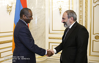 As the leader of the country that chairs the International Organization of La Francophonie, Nikol Pashinyan signs OIF Secretary General's employment contract