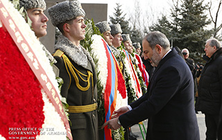 Nikol Pashinyan visits Yerablur military pantheon