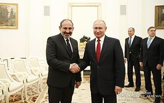Nikol Pashinyan meets with Vladimir Putin in Moscow