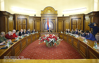 Nikol Pashinyan receives representatives of food processing and catering companies