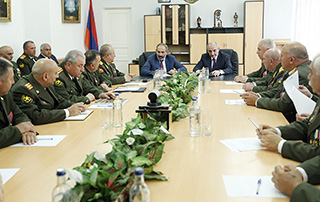Nikol Pashinyan,  Bako Sahakyan chair consultation at AR Defense Ministry Headquarters
