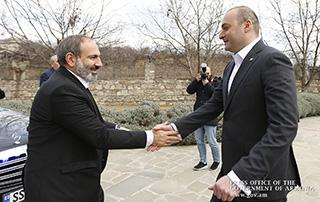 Никол Пашинян провел неформальную встречу с премьер-министром Грузии Мамукой Бахтадзе