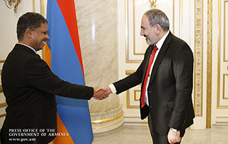 Նիկոլ Փաշինյանը հրաժեշտի հանդիպում է ունեցել Հայաստանում ԱՄԷ-ի դեսպանի հետ
