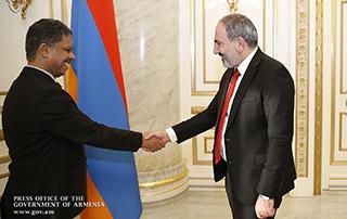 Никол Пашинян провел прощальную встречу с послом ОАЭ в Армении