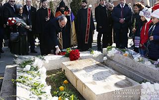 Никол Пашинян посетил Пантеон имени Комитаса и воздал дань уважения памяти Сильвы Капутикян