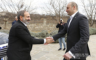 Nikol Pashinyan holds informal meeting with Georgian Prime Minister Mamouka Bakhtadze