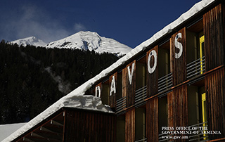PM attends discussions in Davos