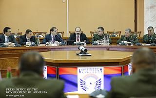 Стабильное развитие ВС – абсолютный приоритет для нас: премьер-министр провел совещание с руководством МО и высшим офицерским составом ВС