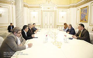 Премьер-министр Никол Пашинян принял новоизбранных членов Бюро АРФД