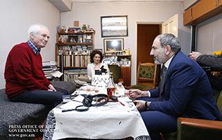 Никол Пашинян и Анна Акопян посетили Тиграна Мансуряна